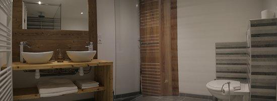 salle de bain chambre - Picture of Le Passe Montagne, Pra Loup ...