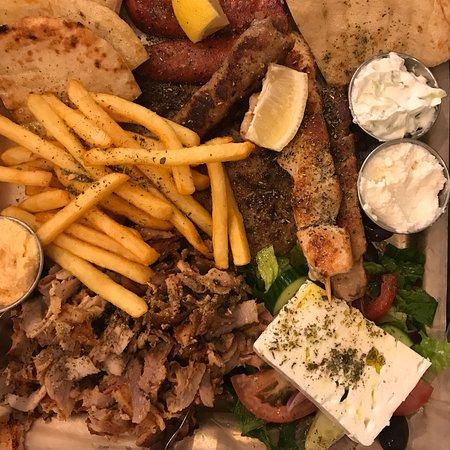 Matkoma de lux efter denna FANTASTISKA lunchen. Hit kommer vi igen!!! Genuint vällagad grekisk m