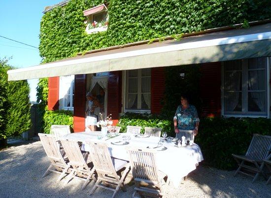 St-Gervais-en-Vallière, France : Table préparée pour le dîner.