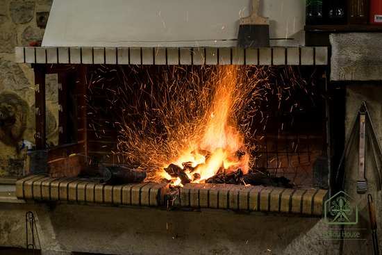 Poliou House: The grill fire is getting prepared for the best quality grilled meat dishes!
