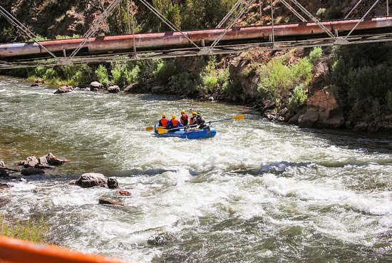 Royal Gorge Route Railroad: Rafters on the 'wild' Arkansas River, Royal Gorge