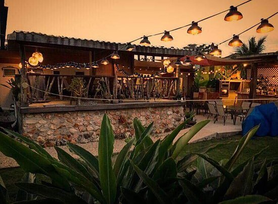 Sarteneja, Belize: Deck/patio seating and outdoor kitchen at dusk