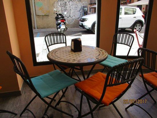 Cafe Bar El 13: muy luminoso