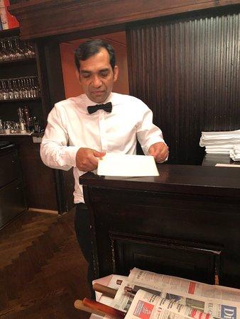Hotel Konig Von Ungarn: כאמל האחראי על חדר האוכל