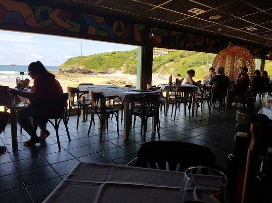 Zierbena, Espanha: Comedor con un mirador espectacular sobre la playa