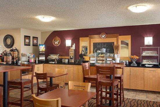 AmericInn by Wyndham Salina: Breakfast Area