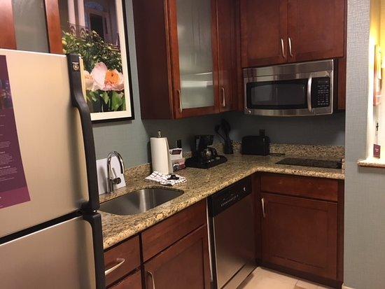 Residence Inn Cincinnati Downtown/The Phelps: Kitchen