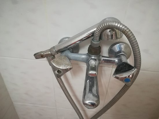 Hotel Bueno: Shower Room Taps From Room 118