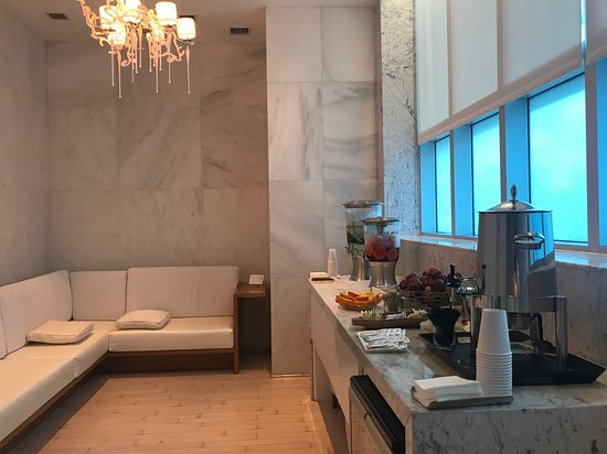 Fontainebleau Miami Beach Room Of Refreshments In Lapis Spa