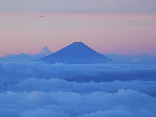 Akadake: 赤岳山頂か見える富士山