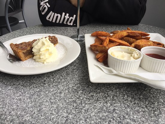 Paluma, Australia: Wedges with Sour Cream and Sweet Chili; Pecan Pie with Cream