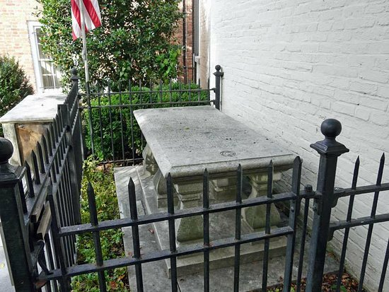 Alexandria, VA: Tomb of unknown soldier of the Revolutionary War