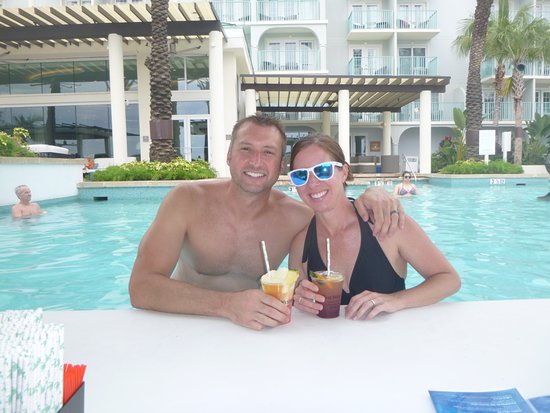The Westin Grand Cayman Seven Mile Beach Resort & Spa: Frozen drinks at the swim-up bar