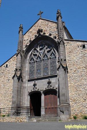 Massiac, France: Portail néogothique flamboyant du XIXè siècle.