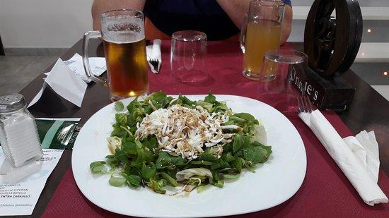 Chilches, Spain: Ensalada con canónigos y queso de roquefort