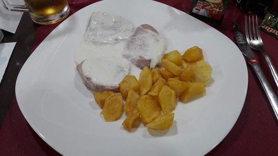 Chilches, İspanya: Solomillo (muy tierno) con salsa de queso roquefort