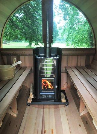 Ploerdut, France: Sauna avec vue sur le parc