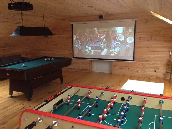 Sizun, Frankreich: Kergudon has a family games room which can be used as a private cinema