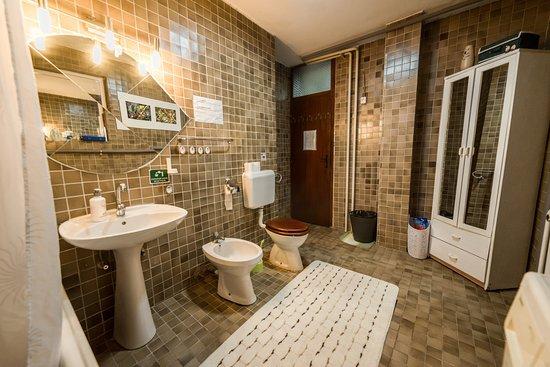 Rooms & Apartment GH Pasha: SHARED BATHROOM - ROOM 1,2,3 & 4
