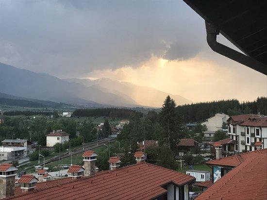 Dobrinishte, Bulgária: Вид из номера