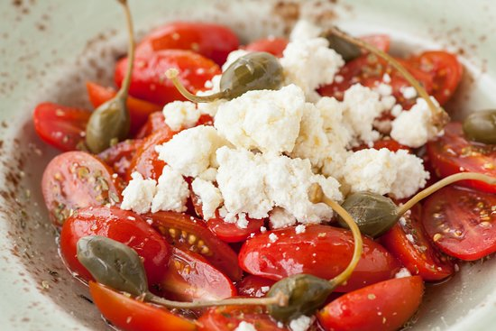 Triantaros, Greece: Σαλάτα Ζόγκα / Zoga salad with cherry tomatoes, capers and local soft cheese