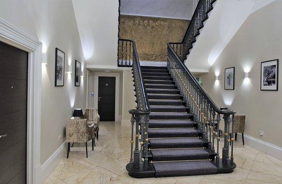 Lansbury Heritage Hotel: GROUND OF HOTEL FLOOR NEAR LIFT