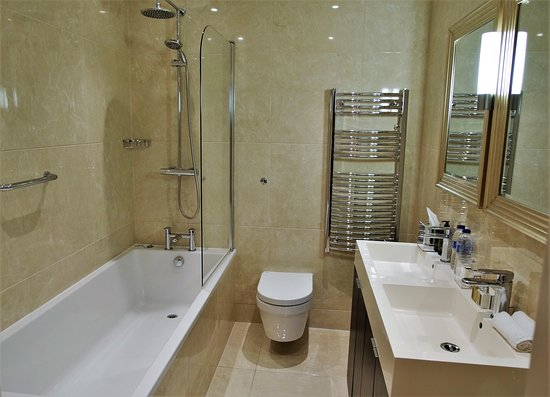 Lansbury Heritage Hotel: ROOM 103 SUITE WITH CITY VIEW AND SPAR ACCESS