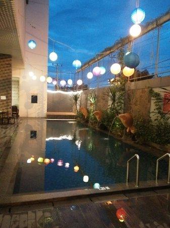 Ada Kolam Renang Kecil Di Area Dekat Restaurant Picture Of Aston Lampung City Hotel Bandar Lampung Tripadvisor