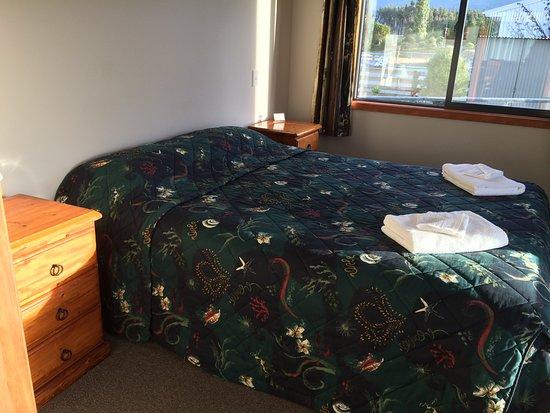 Acheron Cottages : Queen bedroom