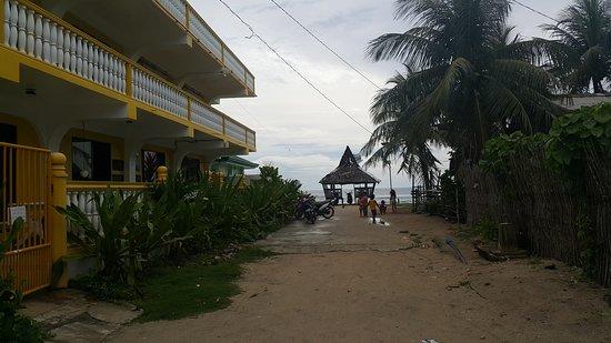 San Isidro, الفلبين: Street in front of the Lodge