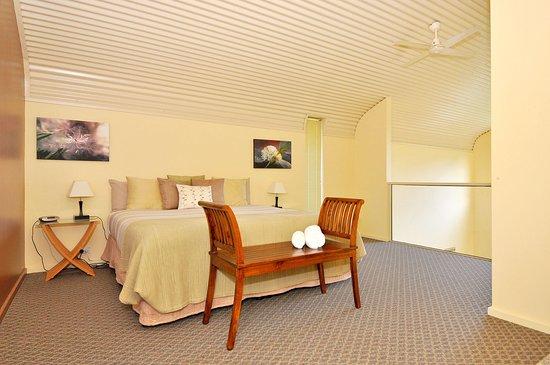 Tree-Elle Retreat: Tree Elle Retreat Lofthouse Upstairs main bedroom