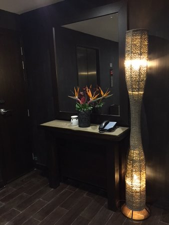 Four Points By Sheraton Nairobi Hurlingham: Decoration outside lifts