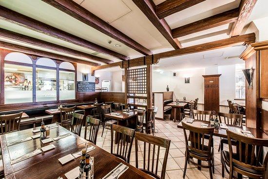 Senzanome: Restaurant von innen rechts