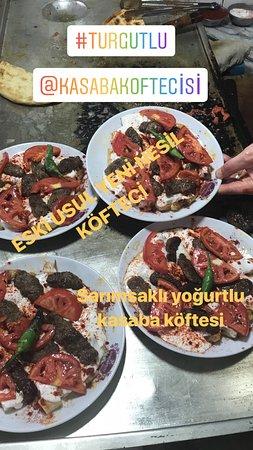 Turgutlu, Turcja: Sarımsaklı yoğurtlu kasaba köftesi
