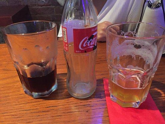 Craft Station Bar: Вот в эту посуду дают к Коле 0,33 и в нее же льют порцию пива 0,4!