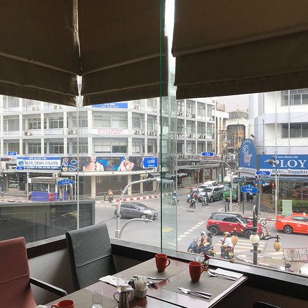 曼谷是隆假日酒店照片