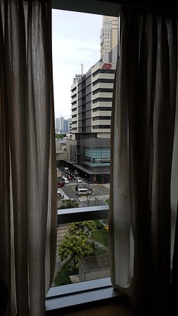 Fairmont Makati: Floor-to-ceiling view