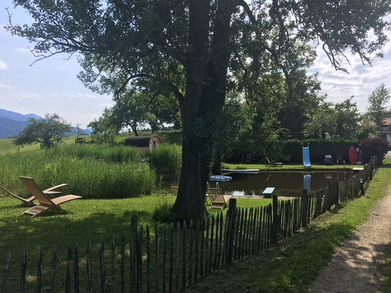 Seimehof: Im Hintergrund links die Fass Sauna