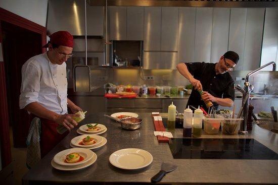 Magre sulla strada del vino, Itália: Das Küchenteam achtet auf fleischarme, einfache, leichte und frische Zubereitung.