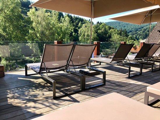 L\'une des terrasses extérieures du spa de 2500 m2 - Picture ...
