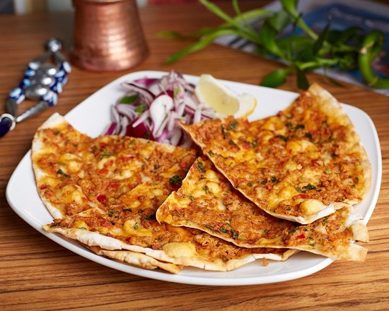 Taksim Meze Grill & Bar: the most wanted lahmacun