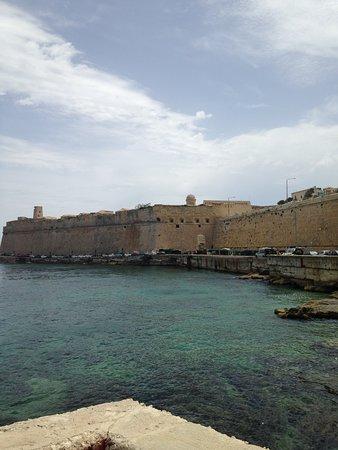 Dive on Malta: Valetta harbour 2 x WW2 wrecks