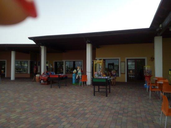 Serenusa Village: NEGOZI