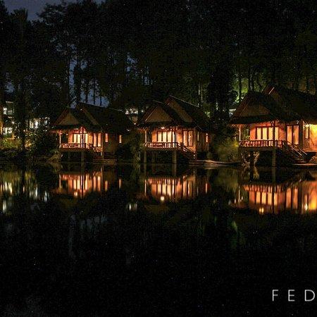 Kampung Sampireun Resort & Spa: Ini beberapa foto di telaga sampireun