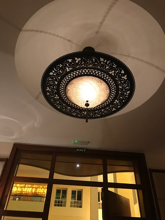 Excellence Playa Mujeres: Chandelier in Chez Isabell