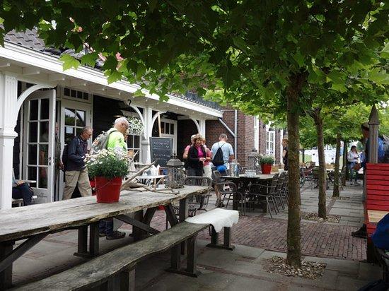 Restaurant Dickens Huizen : Hollands eethuys dickens heeft een prachtig zonnig terras in het