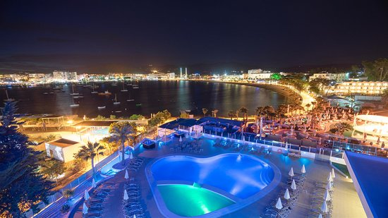 THB Ocean Beach: Pool by night