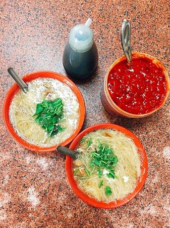 王罔麵線糊:麵線糊+香菜,簡單就很好吃!