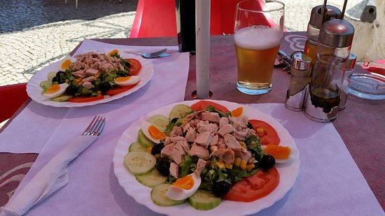 Moinho Cafe and Bar: People come from everywhere to enjoy our salads!