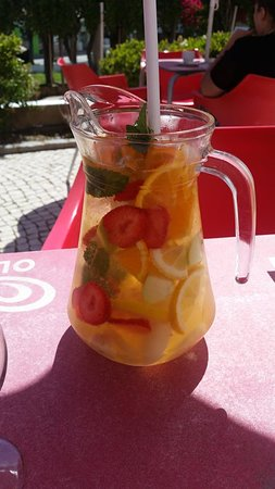 Moinho Cafe and Bar: Don't forget your Sangria